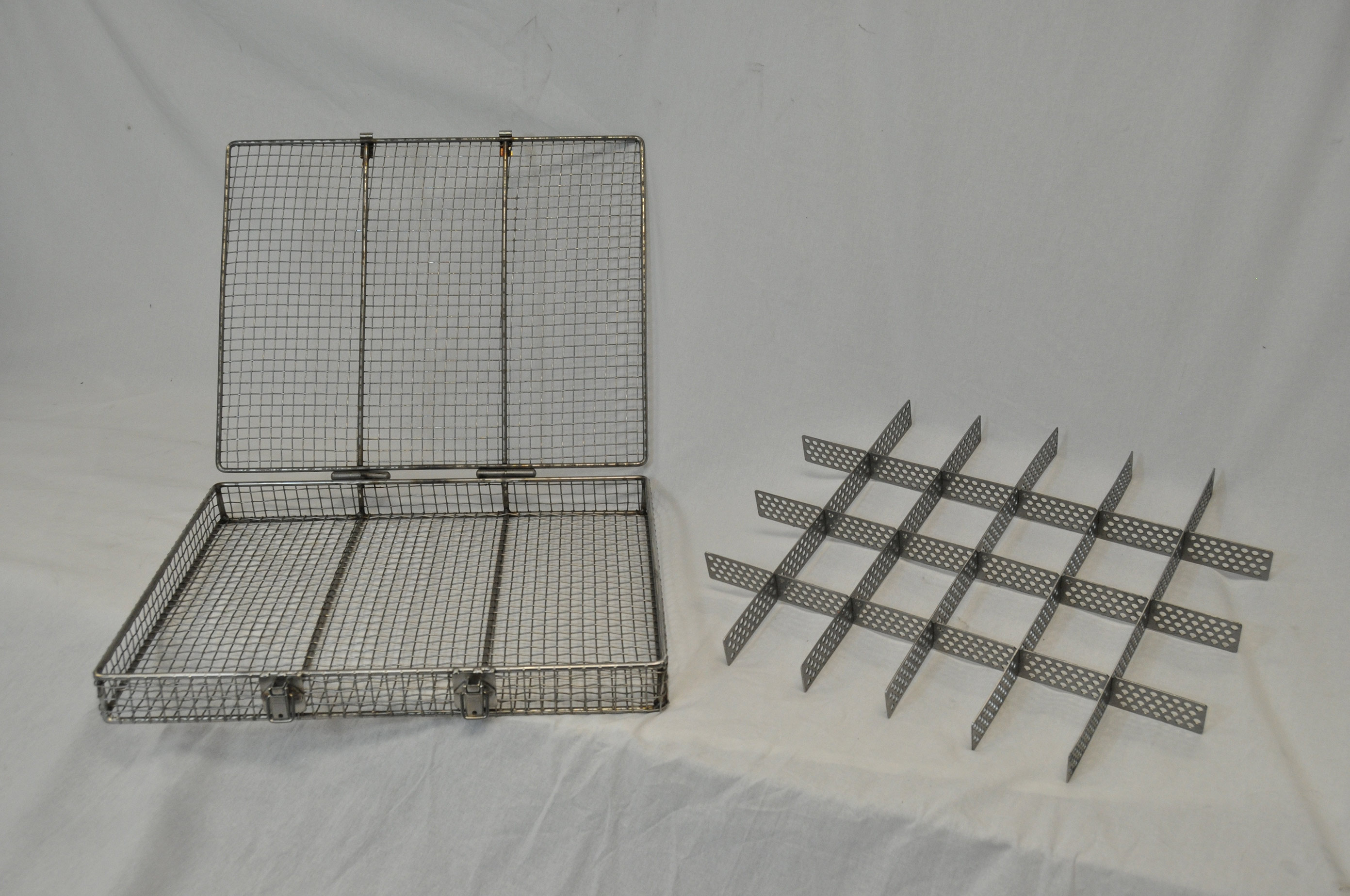 This stainless steel wire basket features both a lid and a removable divider so you can use it for both large and small parts as needed.
