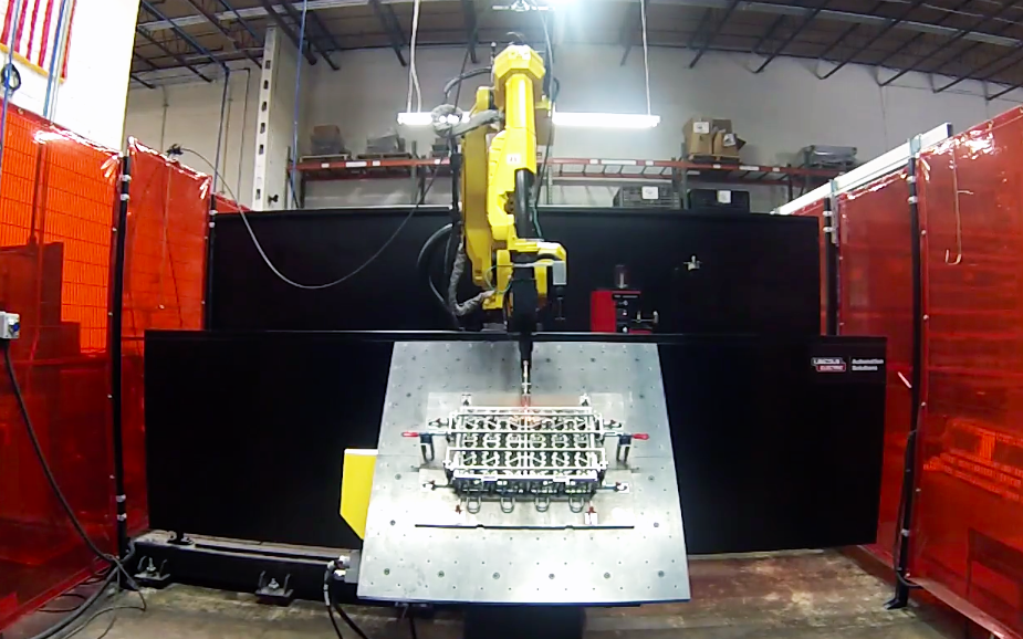 This robotic welder can alternate between MIG and TIG welding with ease.