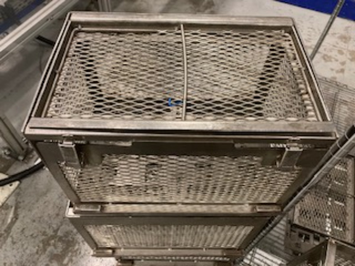 Why Ultrasonic Cleaning is Ideal for Tray Baskets